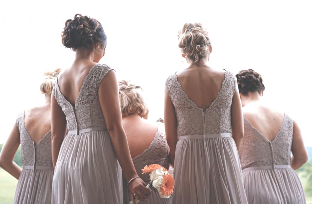 Ook in de jurken van bruidsmeisjes is een stevige blinde rits mooier...